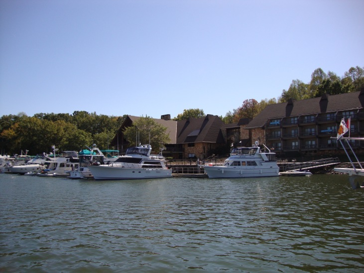The boat on the right is Manana a 1986 boat that is the sistership to Mei Wenti.  This boat belongs to Dave and Sue from Orilla, Ontario